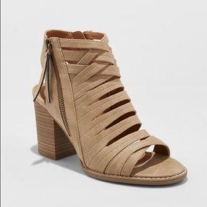 Universal Thread Elda Block Heel Sandal Taupe